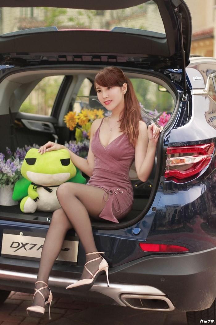 """Tức mắt với bộ ảnh """"vợ nhà người ta"""" tạo dáng xinh đẹp bên Soueast DX7 Prime - 21"""