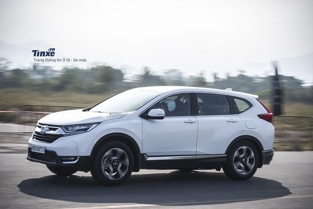 Honda CR-V 2018 bán chạy gấp đôi Mazda CX-5 trong tháng 4/2018