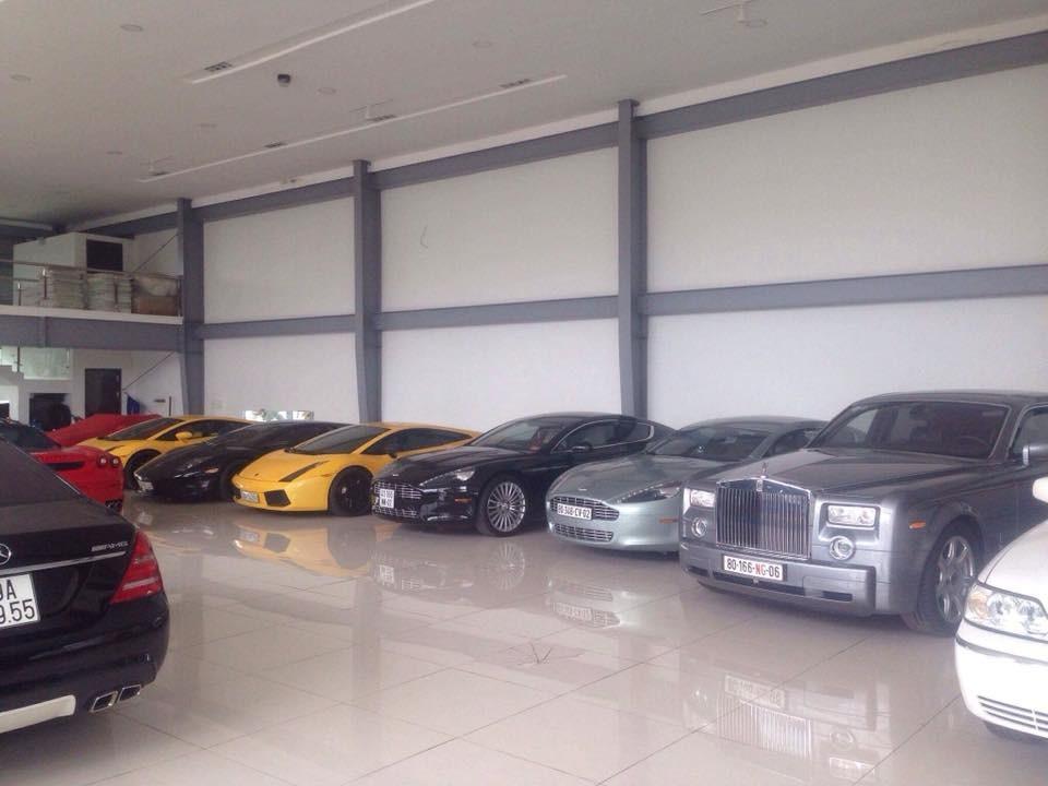 Ngoài ra, là 2 chiếc Aston Martin Rapide, 3 chiếc Rolls-Royce