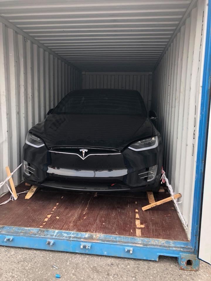 Chồng siêu mẫu Ngọc Thạch tậu SUV điện Tesla Model X P100D