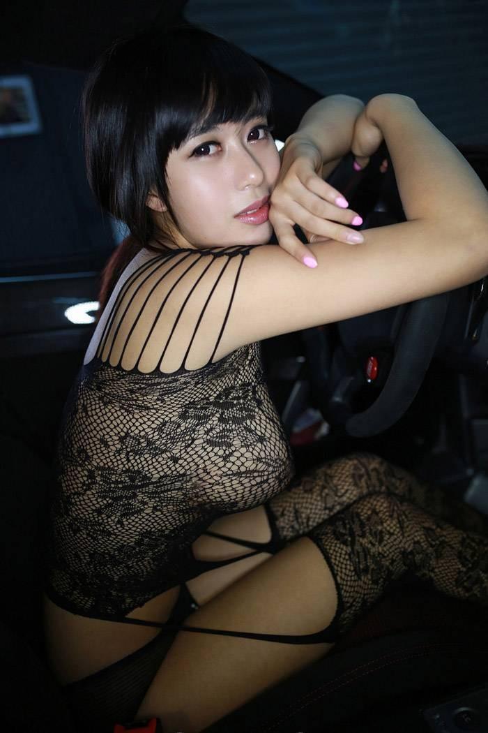 Chảy máu mũi với vòng ngực gợi cảm 97 cm của người mẫu Hoàng Khả - 8
