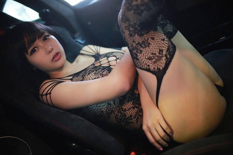 Chảy máu mũi với vòng ngực gợi cảm 97 cm của người mẫu Hoàng Khả - 9