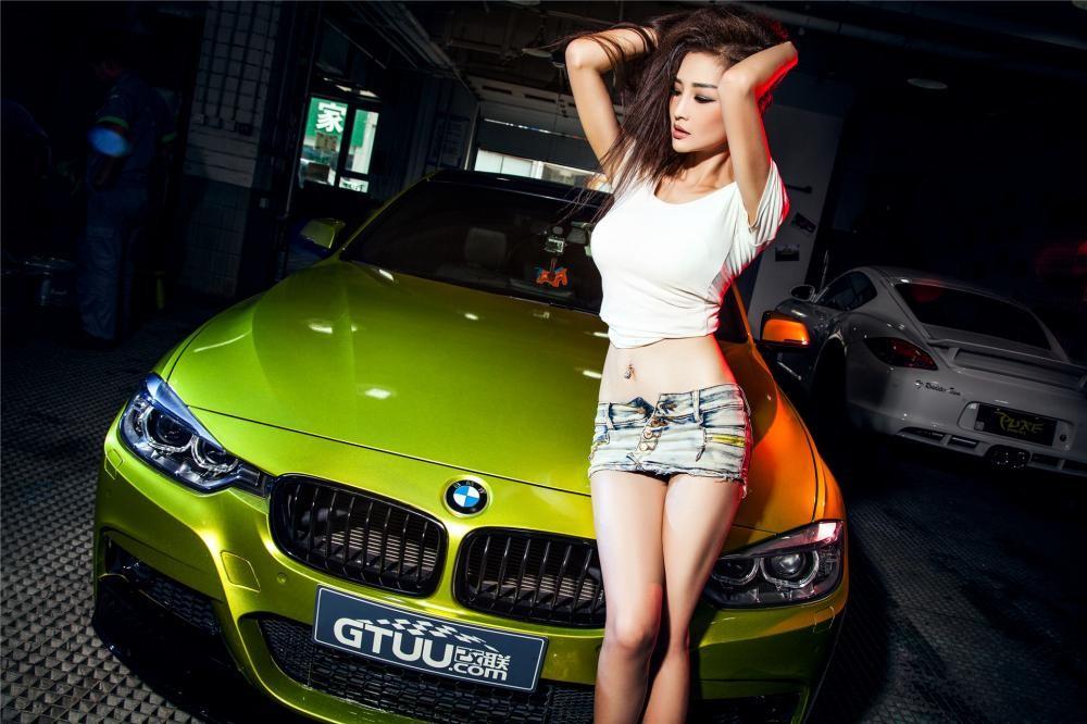 Người đẹp Y Ngạn khoe dáng gợi cảm, rửa xe mát mẻ bên BMW 3-Series F35 - 2