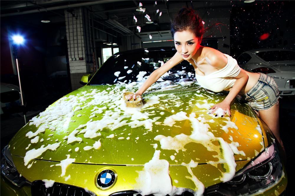Người đẹp Y Ngạn khoe dáng gợi cảm, rửa xe mát mẻ bên BMW 3-Series F35 - 12