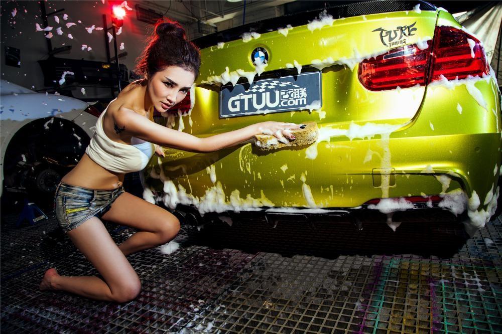 Người đẹp Y Ngạn khoe dáng gợi cảm, rửa xe mát mẻ bên BMW 3-Series F35 - 16