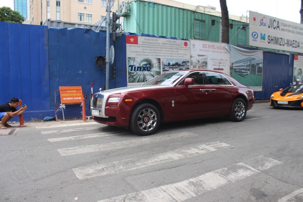 Rolls-Royce Ghost mang biển kiểm soát Huế xuất hiện cùng dàn siêu xe khủng tại Sài thành