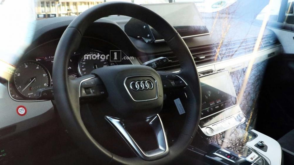Cận cảnh vô lăng của Audi Q8 2019 trên đường thử