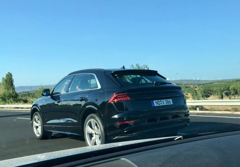 Audi Q8 2019 chạy trên đường thử