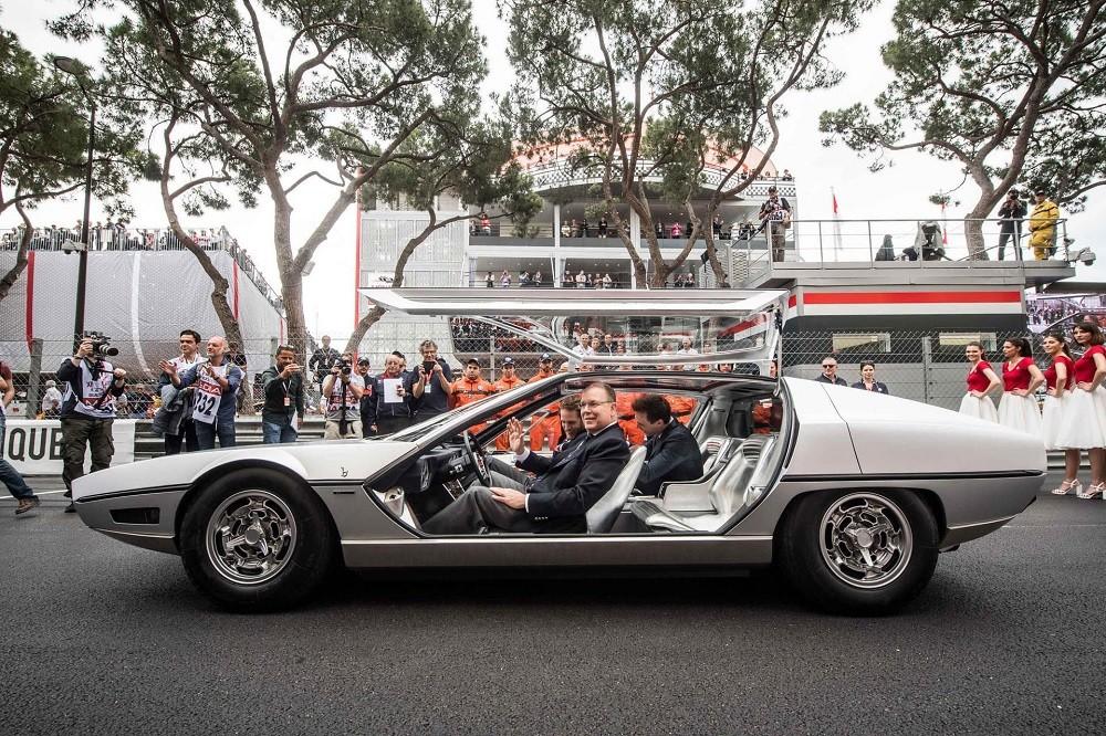 Hoàng tử Albert II lái chiếc Lamborghini Marzal