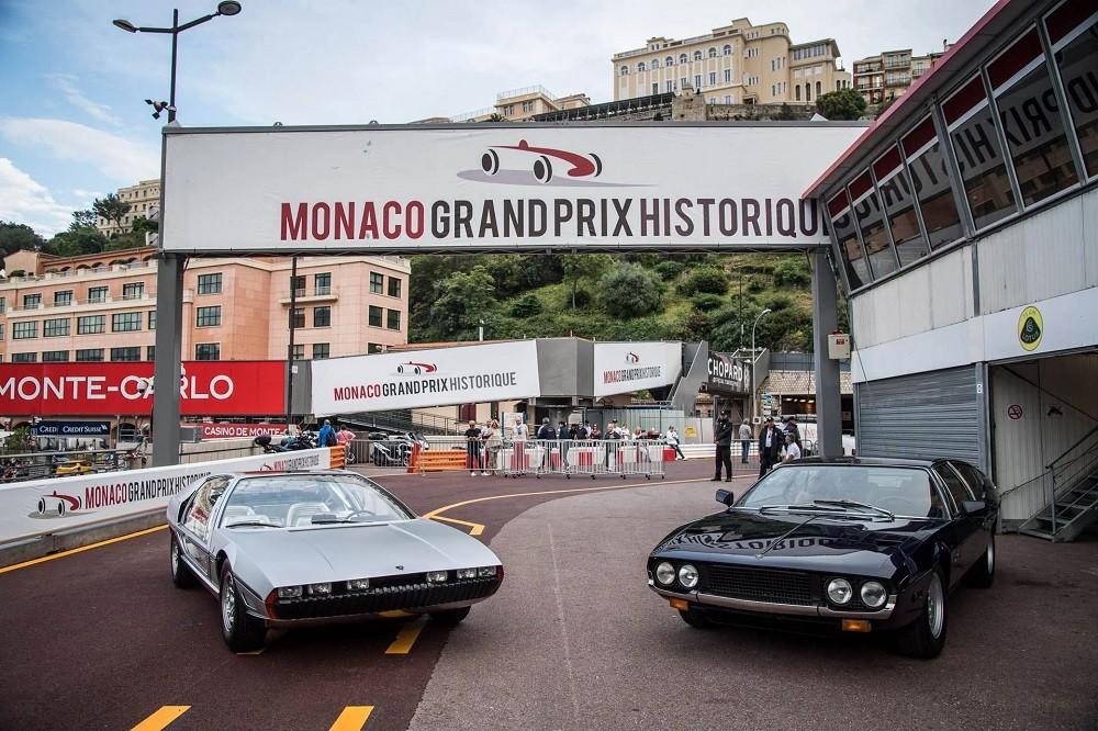 Lamborghini Marzal (trái) và hậu bối Espada