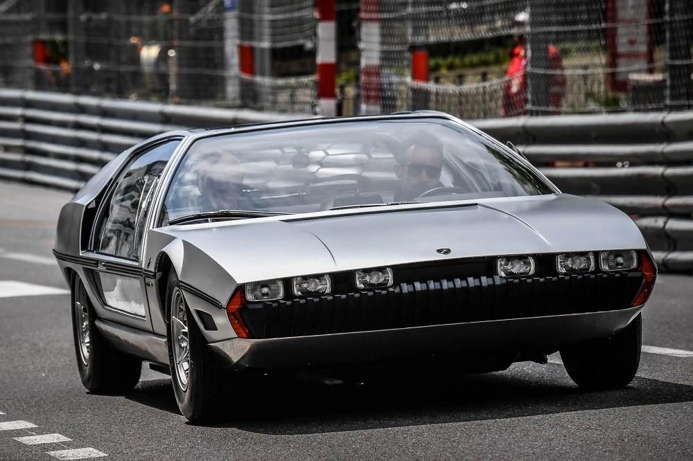 Lamborghini Marzal là sản phẩm thiết kế của hãng Bertone