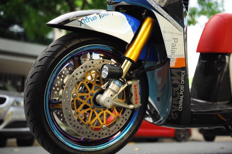 Điểm nhấn của bản độ này chính là dàn chân được lấy từ mẫu siêu mô tô Ducati Panigale 1299
