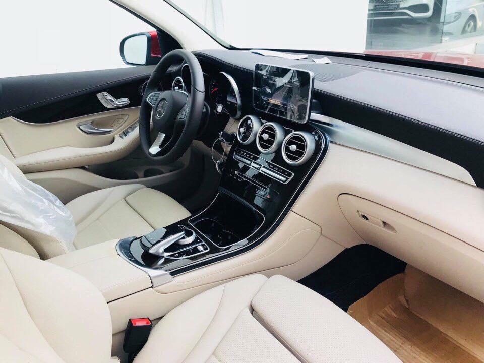 Nội thất bên trong Mercedes-Benz GLC200 2018