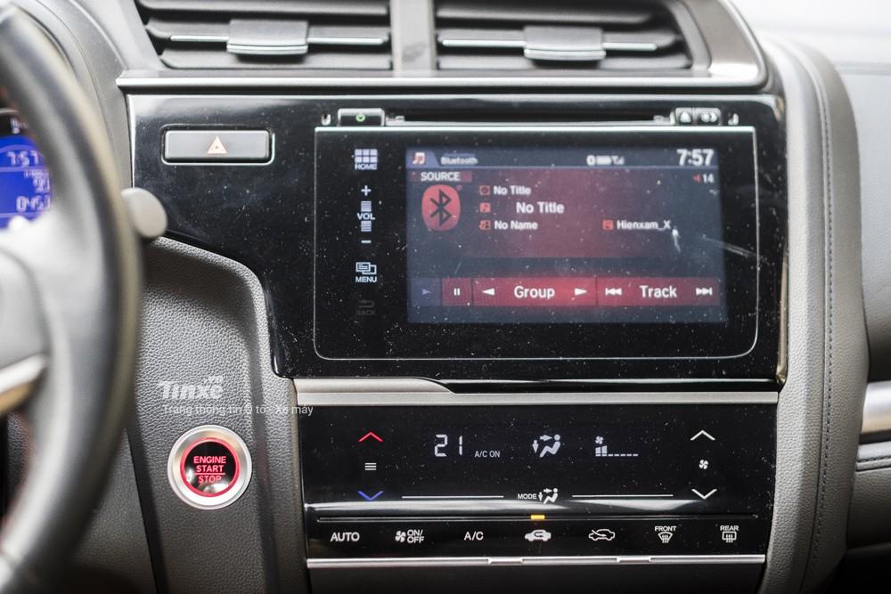 Trên phiên bản Honda Jazz RS, chủ nhân của chiếc xe được trang bị màn hình cảm ứng trung tâm 7
