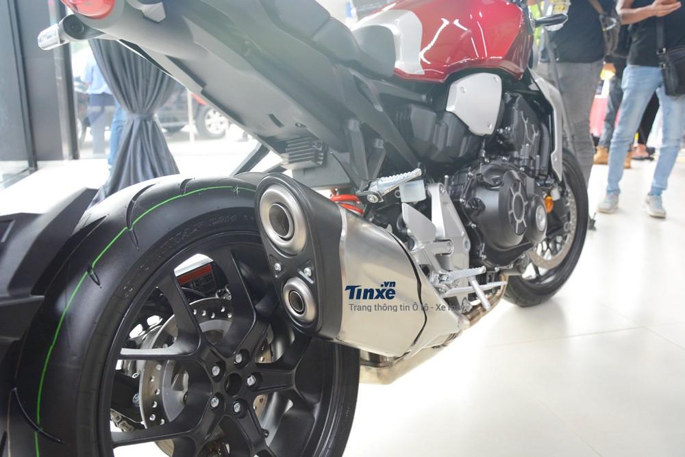 Mâmcủa Honda CB1000R 2018 có kích thước 17 inch và đi kèm với lốp trướccó kích thước 120/70 và 190/55 sau.