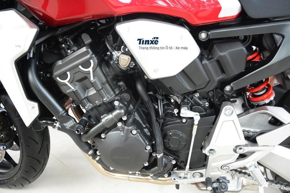 Dù có ngoại hình lột xác hoàn toàn so với phiên bản cũ, tuy nhiên, động cơ của Honda CB1000R 2018 vẫn là loại4 xy-lanh, DOHC, dung tích 998 cc.