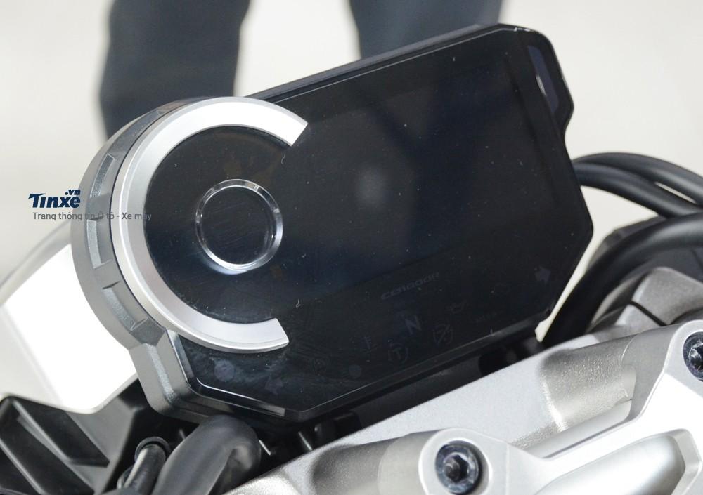 Cụm đồng hồ cho Honda CB1000R cũng sử dụng công nghệ kỹ thuật số toàn phần
