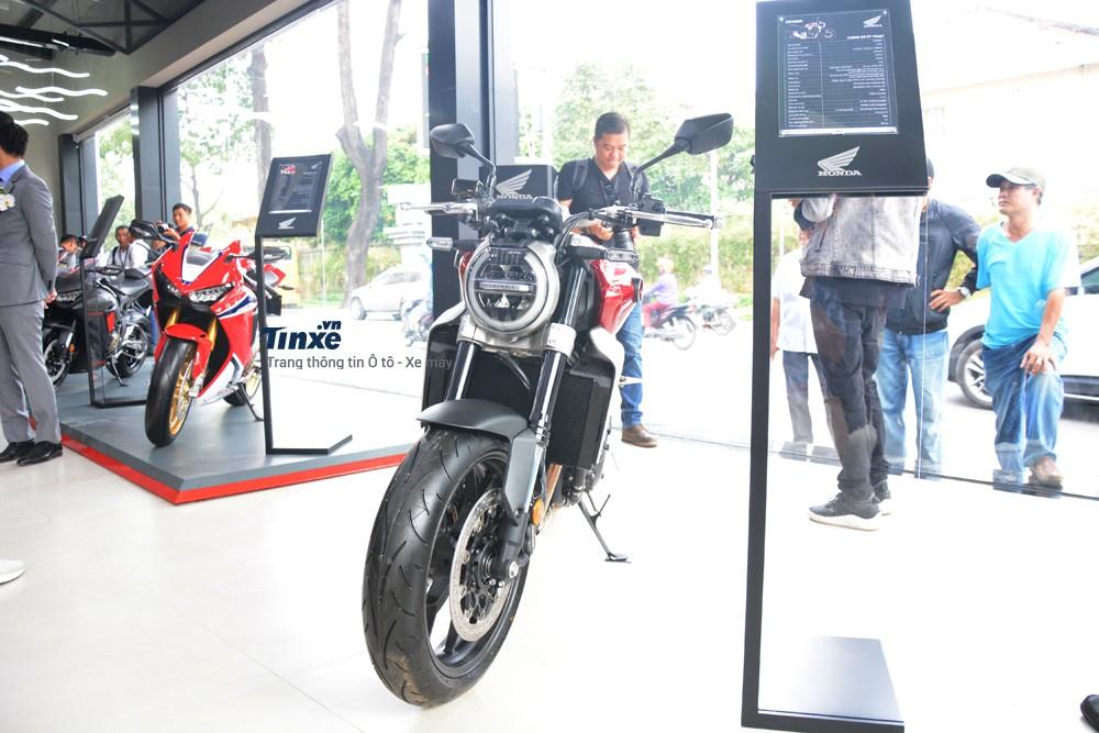 Honda CB1000R 2018 là một sản phẩm gây nhiều sự ngạc nhiên của hãng xe mô tô Nhật Bản dành cho các biker