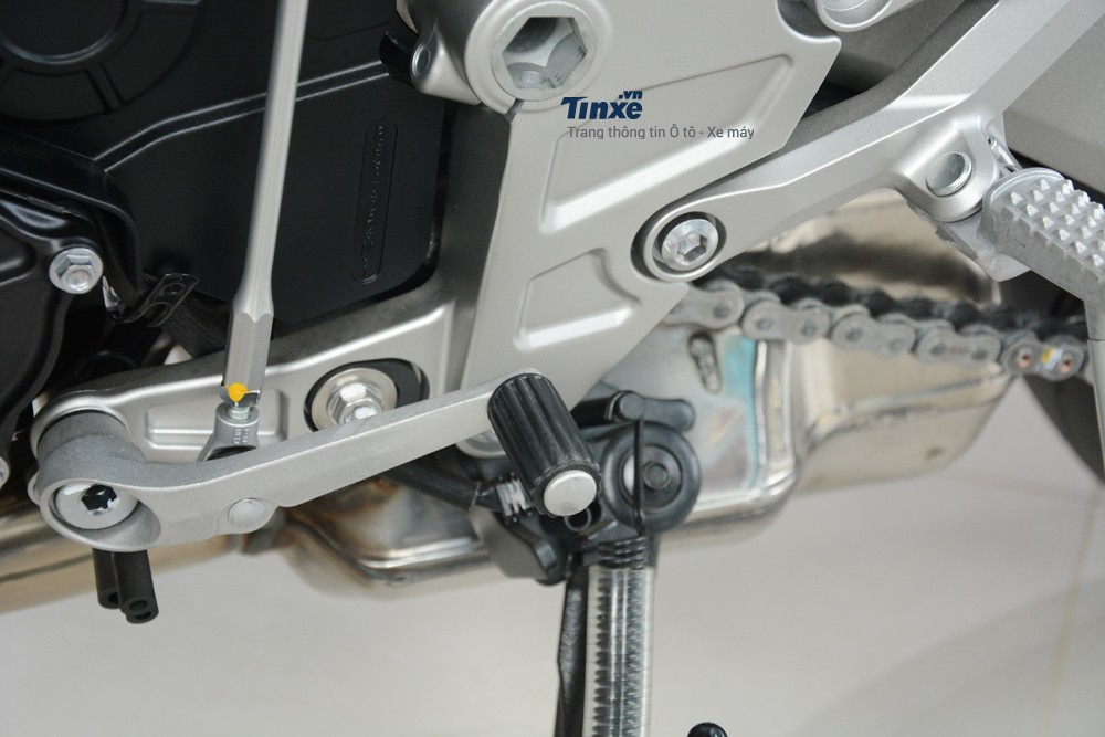 Honda CB1000R đời 2018 giờ đây đãcó 3 chế độ lái là Rain đường trơn, Standard dạo phốvà Sport thể thao