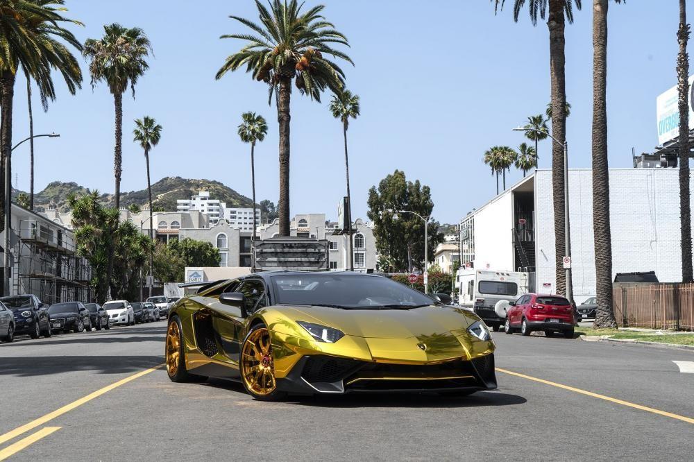 Chiếc Lamborghini Aventador SV Roadster nổi bật của tình cũ Rihanna