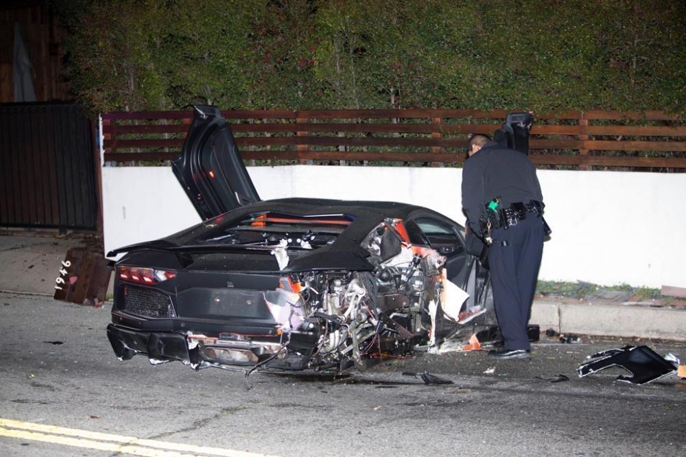 Chiếc Lamborghini Aventador gặp nạn năm ngoái của nam ca sỹ