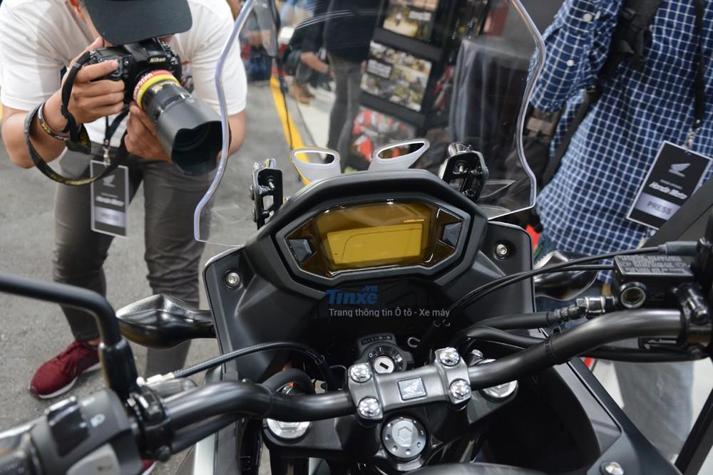 Bảng đồng hồ của Honda CB500X 2018 là lọi kỹ thuật số toàn phần
