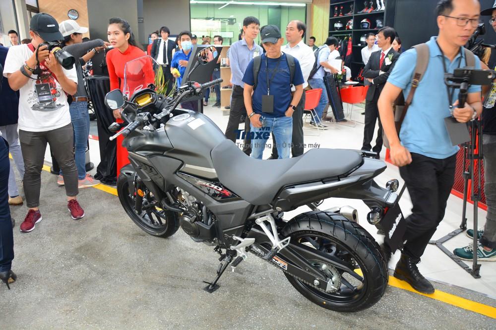 Chưa dừng lại đó, giá bán của Honda CB500X 2018 sẽ gây khá nhiều sức ép lên Kawasaki Versys 650 đang được phân phối chính hãng với giá 259 triệu Đồng