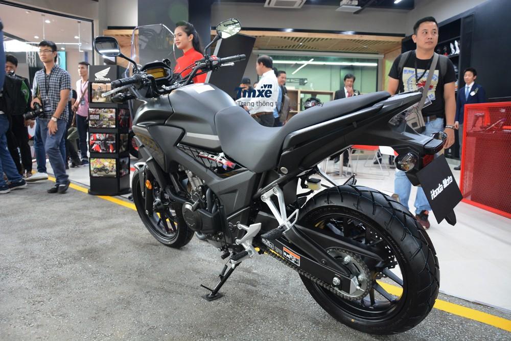 Hệ thống treo trước được nâng cấp với nhiều chế độ tùy chỉnh, cùng bộ phanh mới kết hợp với hệ thống chống bó cứng phanh ABS. Hệ thống truyền động và bộ khung gầm của Honda CB500X mới cũng đã có nhiều cải tiến