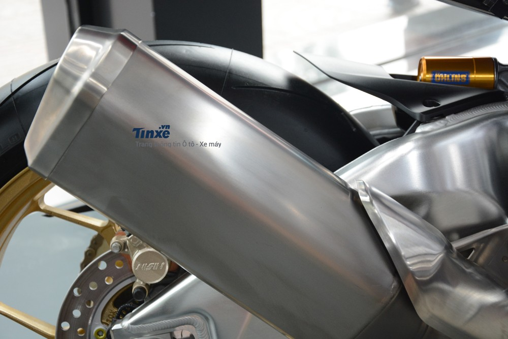 Để mangđến cân nặng lý tưởng cho siêu mô tôđời 2018 này, hãng Hondađã thực hiện nhiều sự thayđổi quan trọng từ,động cơ, mâm xe hay đến chi tiết nhỏ nhất nhưdùng ắc-quy lithium-ion thay cho loại chì-axít cũ.