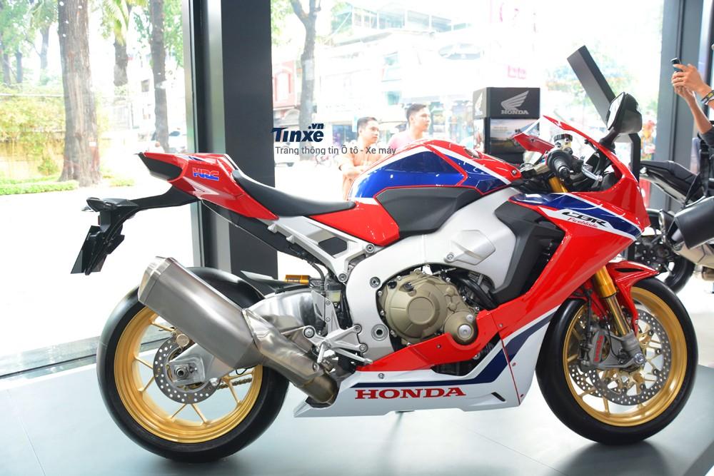 Honda CBR1000RR FireBlade SP 2018 là phiên bản cá tính hơn với đồ chơi hàng hiệu so với bản tiêu chuẩn
