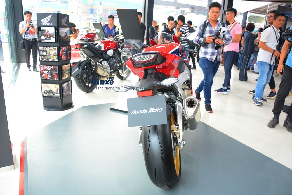 Honda CBR1000RR FireBlade SP 2018 có kích thước tổng thể bao gồm chiều dài