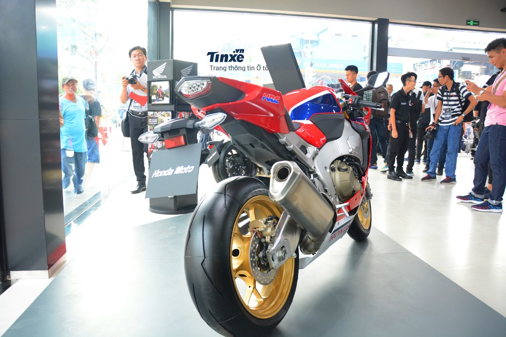 Honda CBR1000RR FireBlade SP đời 2018 có cân nặng nhẹ hơn 15 kg so với đời trước