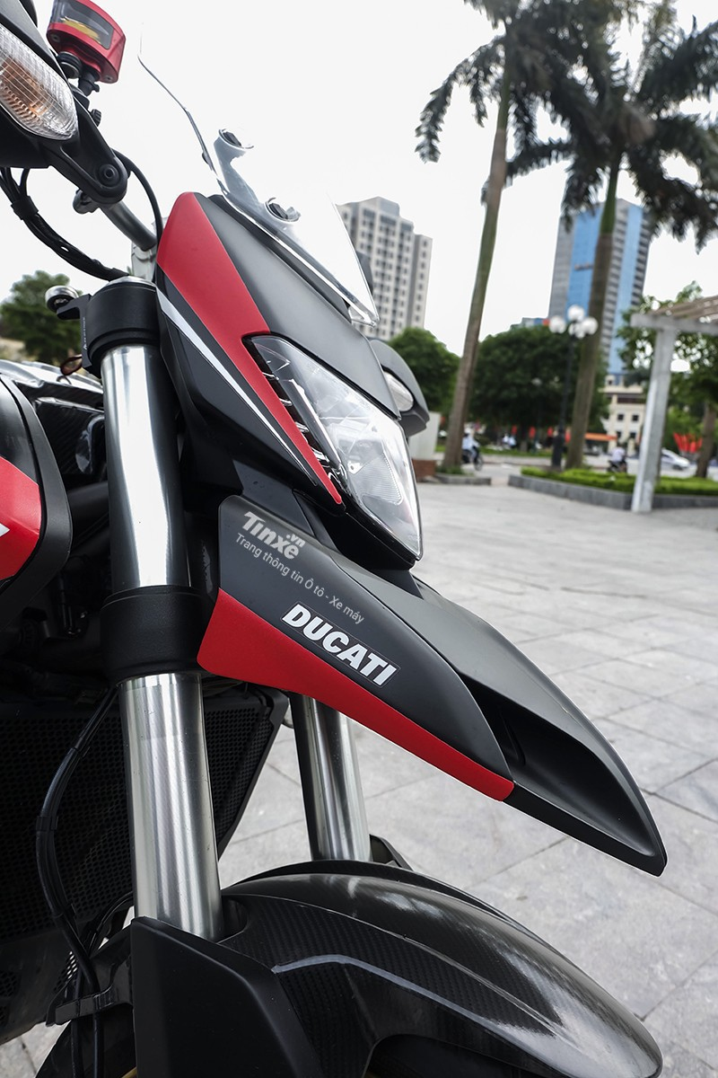 Phần đầu xe Ducati Hyperstrada 821