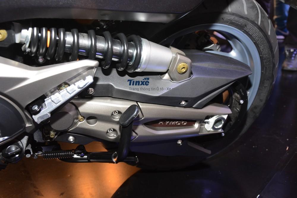 Mẫu xe ga maxi-scooter của Kymcođượctrang bị động cơ DOHC, xi-lanh đôi,dung tích 550 phân khối, làm mát bằng dung dịch