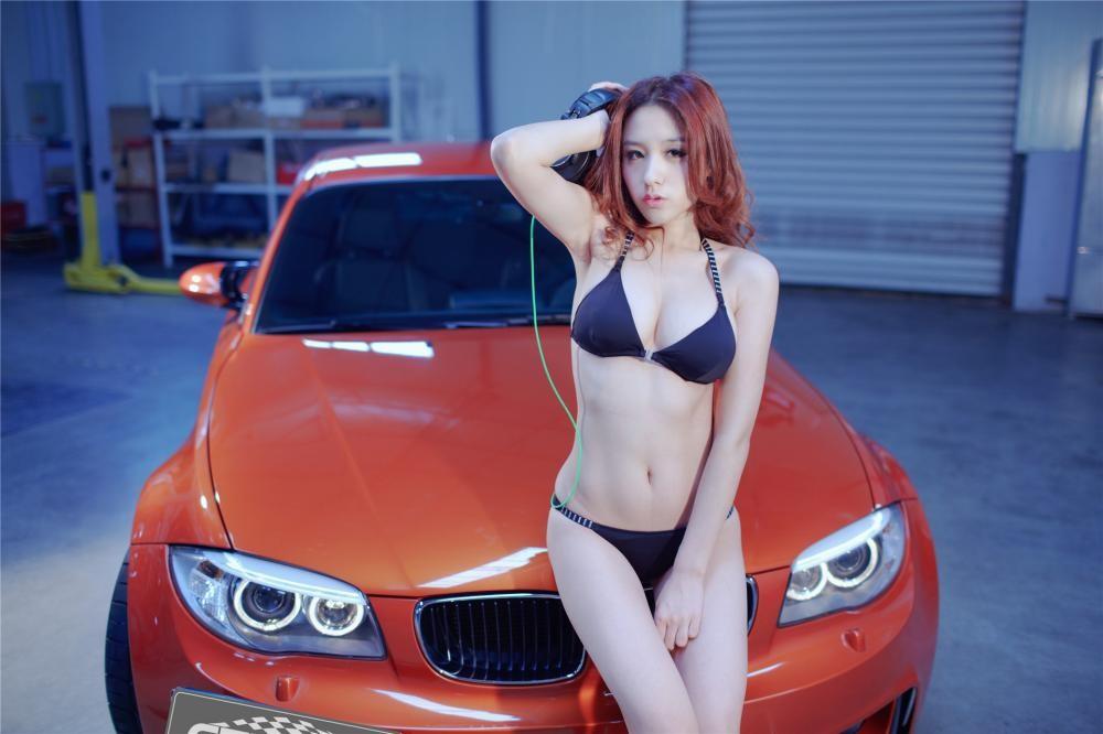 Nóng người với hình ảnh Lưu Tịnh Di diện bikini, khoe thân thể nuột nà bên BMW 1M - 2