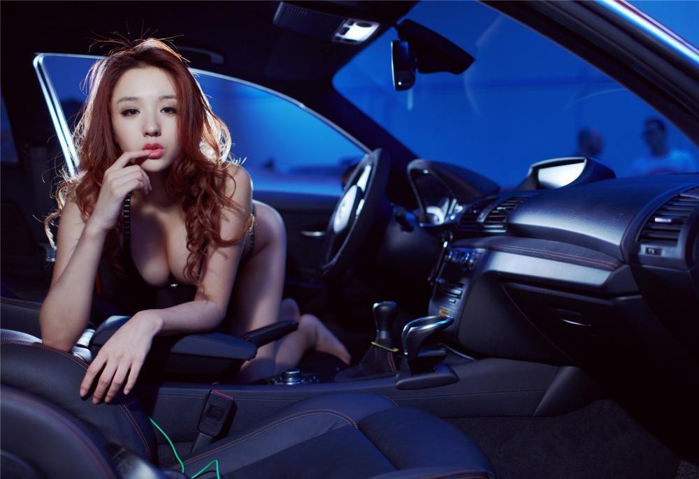 Nóng người với hình ảnh Lưu Tịnh Di diện bikini, khoe thân thể nuột nà bên BMW 1M - 9