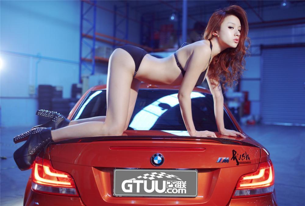 Nóng người với hình ảnh Lưu Tịnh Di diện bikini, khoe thân thể nuột nà bên BMW 1M - 12