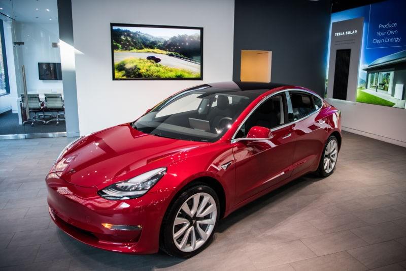Tesla Model 3 có thêm phiên bản mô-tơ kép và dẫn động 4 bánh toàn thời gian