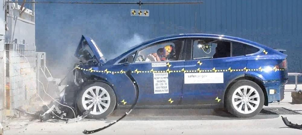Tesla Model X trong thử nghiệm an toàn của NHTSA