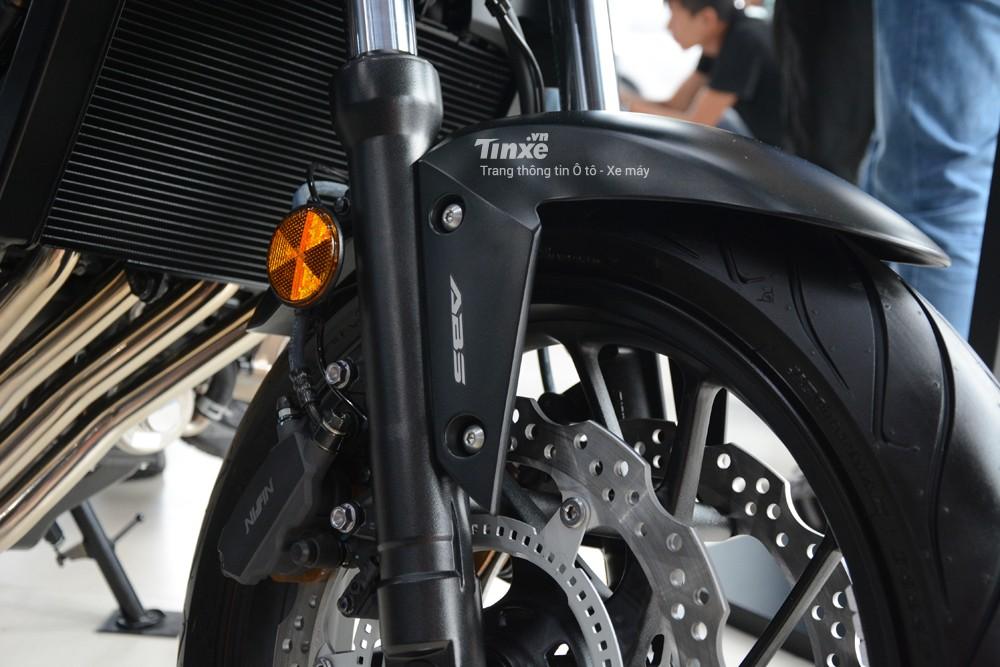 Hệ thống chống bó cứng phanh ABS được trang bị tiêu chuẩn cho Honda CB650F 2018.