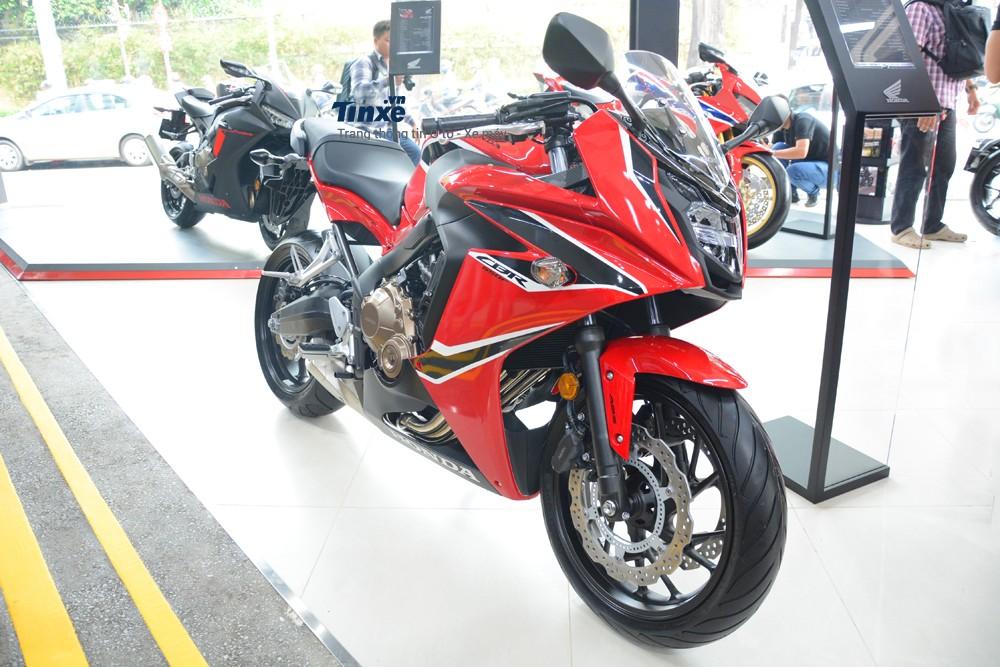 Giá bán dành cho đàn em của CBR1000RR tại thị trường Việt Namthật sự quá tốt, nhiều biker từngđược một số công ty nhập khẩu tư nhân báo giá nhập chiếc sport bikeHonda CBR650F 2018 về với mức giá hơn 300 triệuĐồng.