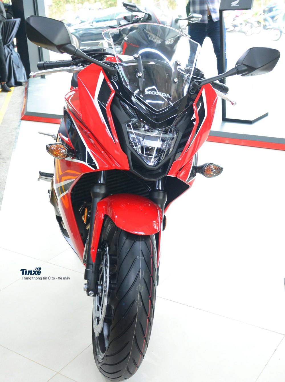 Không chỉ phân khối chính hãng chiếc naked bike CB650F, hãng Honda còn bán ra chiếc sport bike CBR650F 2018 với mức giá 233,9 triệu Đồng