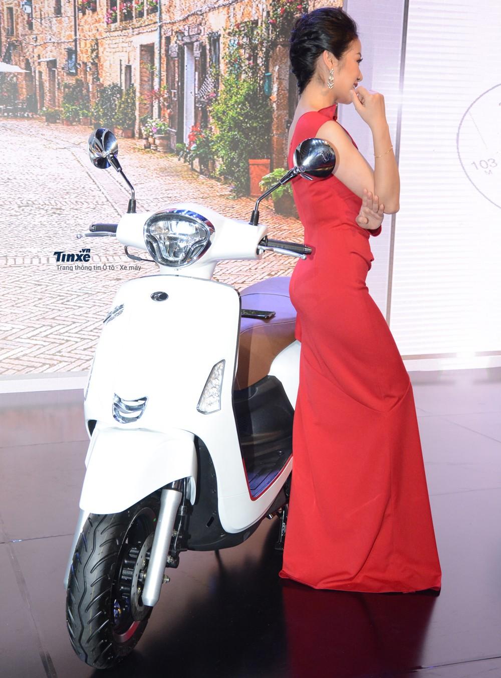 Ngoài việc ra mắt mẫu xe ga 550 phân khối AK550 với mức giá bán 375 triệuĐồng, hãng xe máyĐài Loan còn giới thiệuđến các khách hàng Việt chiếc xe ga 125 phân khối Like 125.