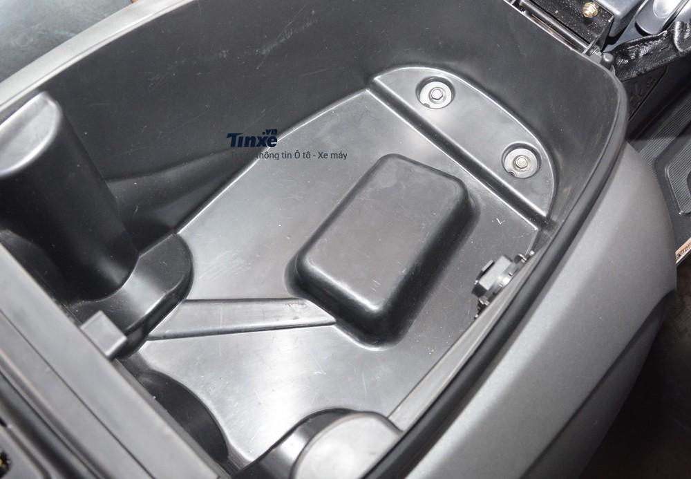 Cốp xe của Kymco 125 Like nhỏ hơn so với cácđối thủ cùng phân khúckhác.Đây có thể làđiểm yếu của mẫu xe gađến từĐài Loan. Cốp xe của Like 125 chỉđể vừa 1 chiếc mũ bảo hiểm full face vàít vật dụng cá nhân.