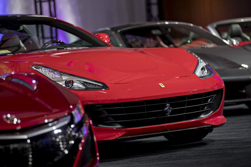 Bất chấp có giá cả đắt đỏ, các siêu xe Ferrari đang ở tình trạng cháy hàng