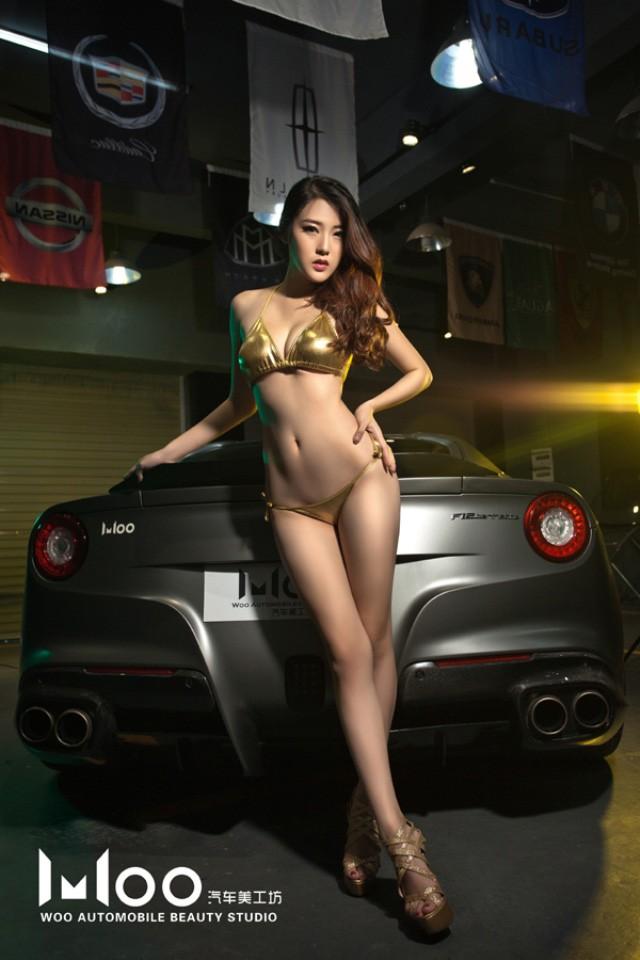 """Mùa hè """"mát lạnh"""" với cảnh chân dài diện bikini bóng mượt bên Ferrari F12 độ - 6"""