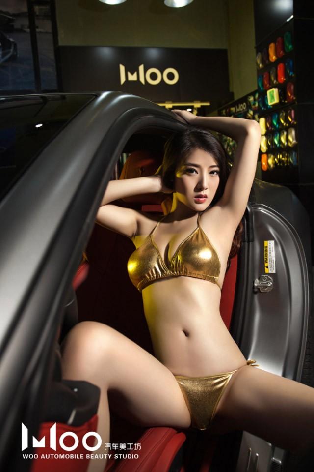 """Mùa hè """"mát lạnh"""" với cảnh chân dài diện bikini bóng mượt bên Ferrari F12 độ - 7"""