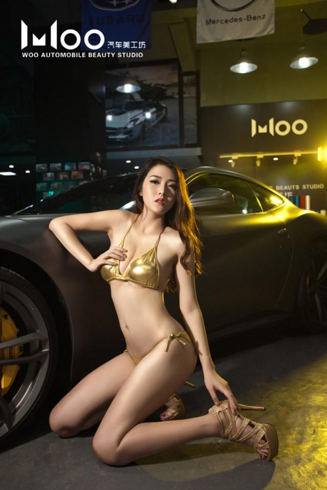 """Mùa hè """"mát lạnh"""" với cảnh chân dài diện bikini bóng mượt bên Ferrari F12 độ - 9"""