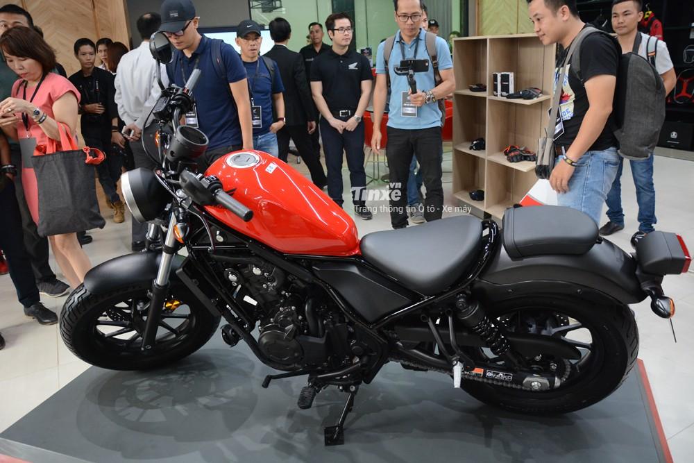 Bỏ ra số tiền 180 triệu Đồng, các khách hàng sẽ nhận về chiếc xe có thiết kế tương tự như Rebel 300