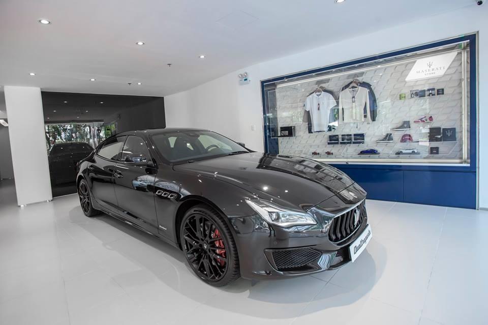 Trên toàn thế giới chỉ cóđúng 50 chiếcMaserati Quattroporte GTS Gransport Nerissimo Edition được sản xuất. Hiện chưa rõ mức giá bán chính hãng của chiếc sedan hàng hiếm này, chỉ biết rằng, phiên bản Maserati Quattroporte GTSGransport cũng đã có giá bán 10,5 tỷĐồng.